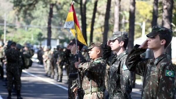 Homens brasileiros do exército